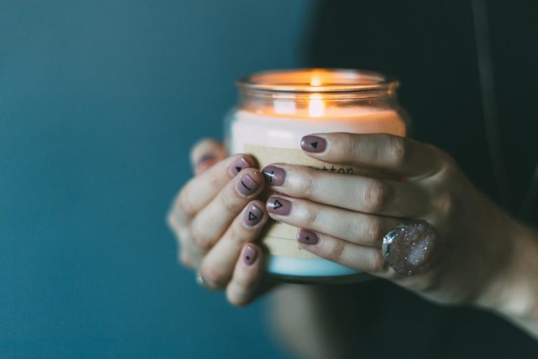 Czy manicure hybrydowy jest odpowiednim rozwiązaniem dla ciebie?