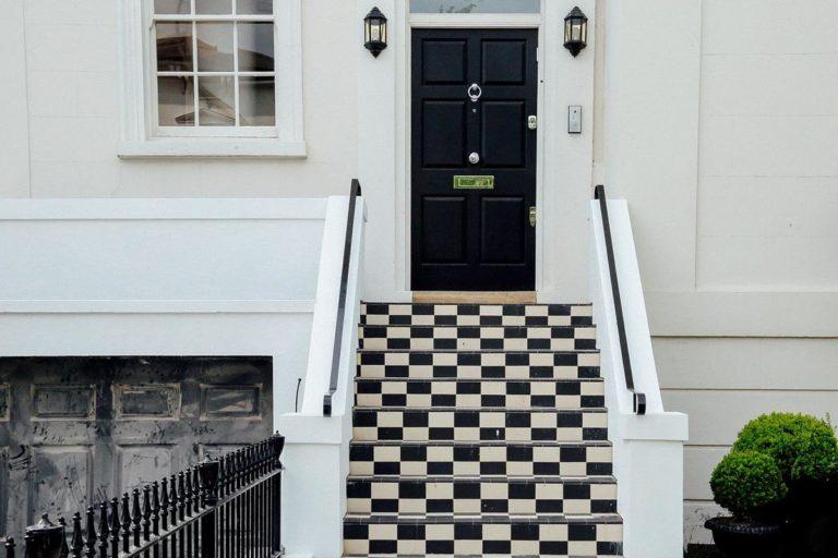Drzwi drewniane Pabianice – świetna jakość w dobrej cenie!