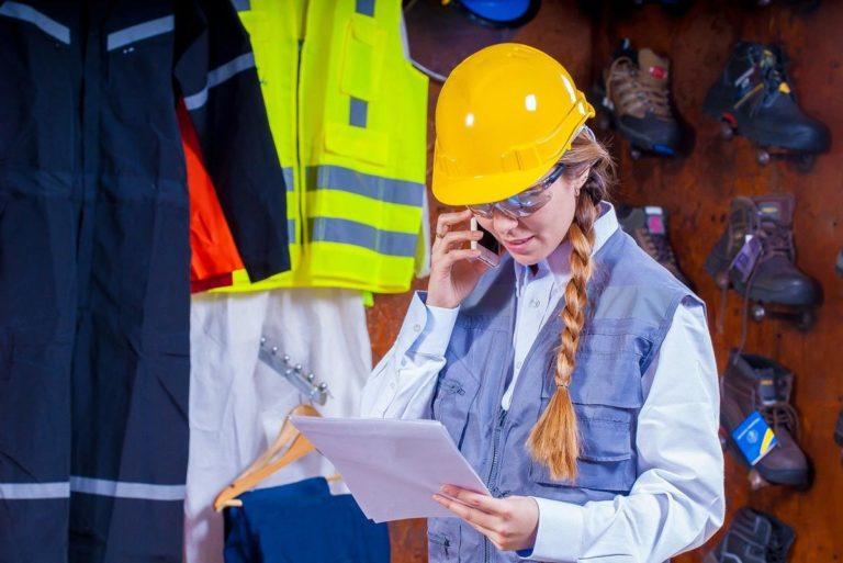 Przestrzeganie przepisów BHP w działalności firm